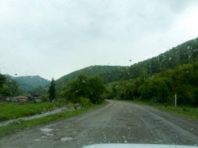 20180805. На подъёме к перевалу Комаринский, у полузаброшенной деревни Пролетарка.