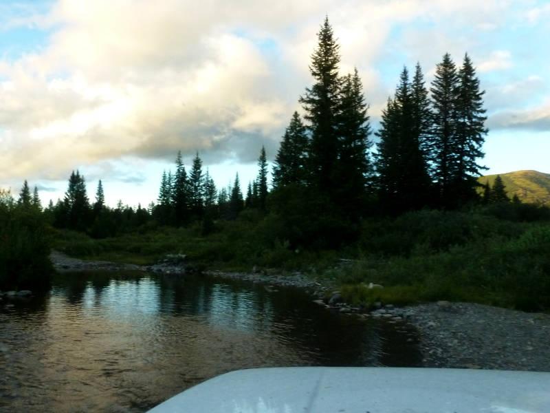 20180814. Брод через речку Каирлык, на спуске северным склоном хребта.
