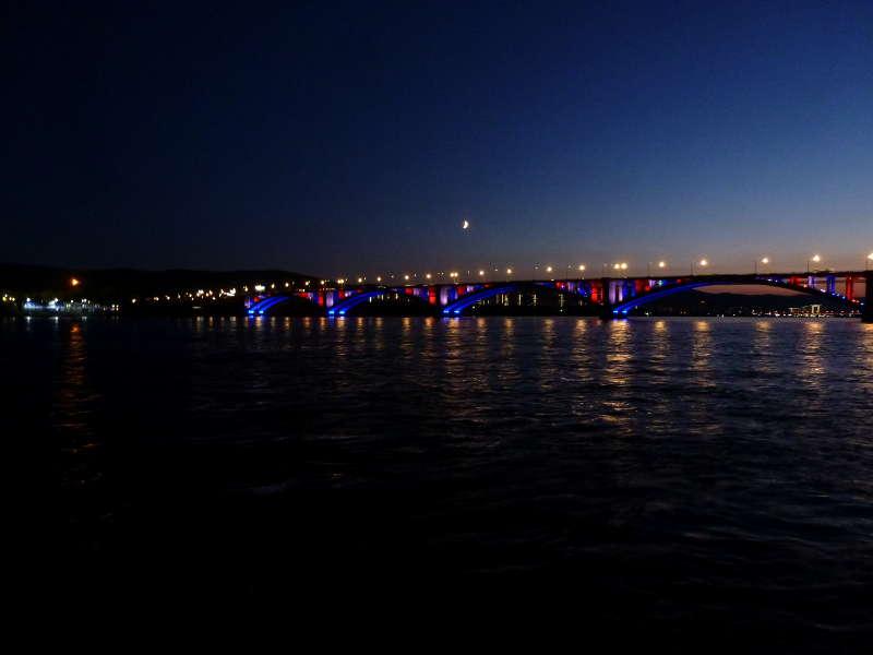 20191003. Красноярск. Вид с левого берега реки Енисей на Коммунальный мост.