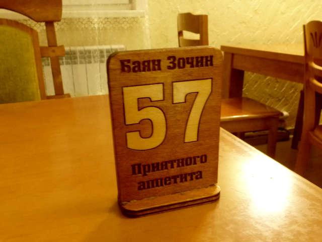 """20191010. Вся мебель в кафе """"Баян Зочин"""" из дерева, тяжеленная."""