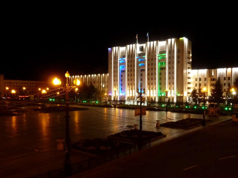 20191013. Центральная площадь и здание правительства Хабаровского края.