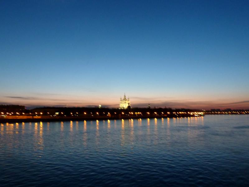 20150510. Санкт-Петербург. Ночной вид с Литейного моста на реку Неву.