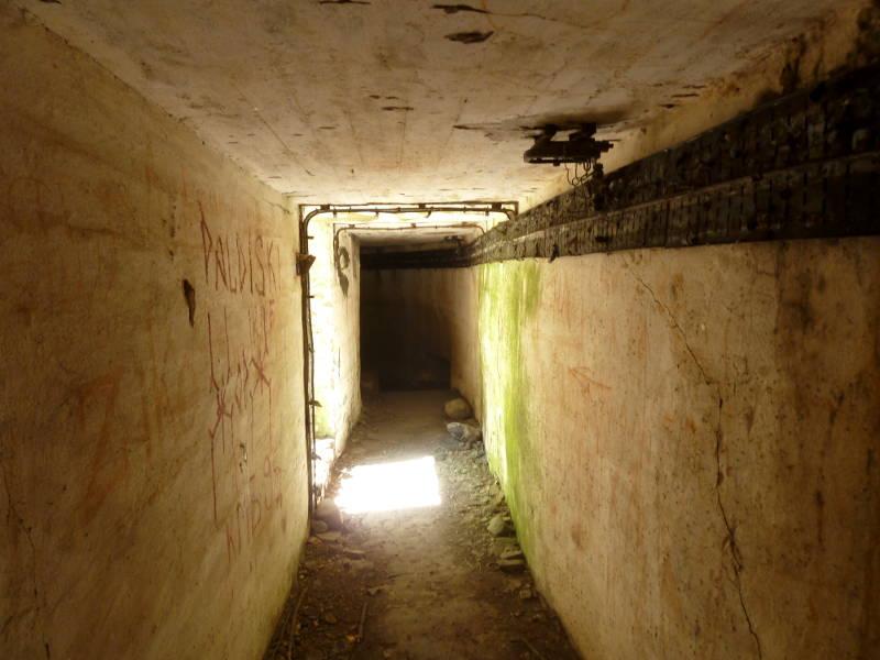 20150524. В туннеле связующем ДОТ-ы береговых укреплений.