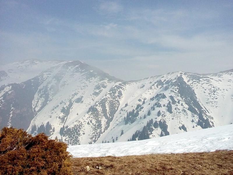 20160310. Алматы. Мини-плато непосредственно перед подъёмом на пик горы Фурмановка (цель за спиной справа, вне кадра).