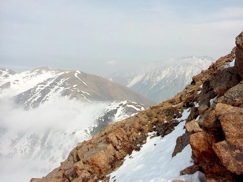 20160310. Алматы. На спуске с пика горы Фурмановка.