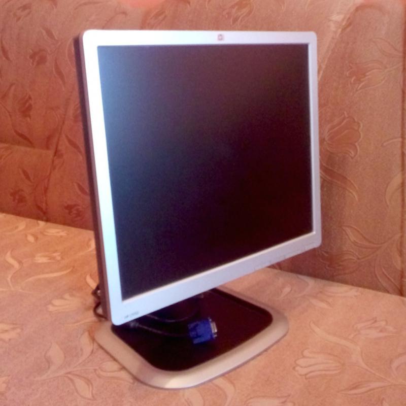 """LCD-монитор """"HP L1950G, 19-inch TFT"""": вид спереди."""