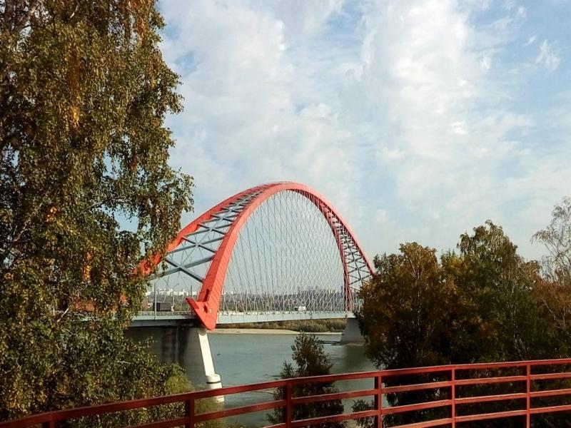 20170916. Вид на Бугринский мост через реку Обь, новейший из трёх автомобильных мостов, связывающих два берега Новосибирска.