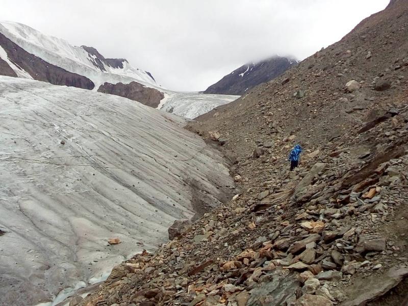 20180812. На тропе вдоль ледника, идём к Голубому озеру.
