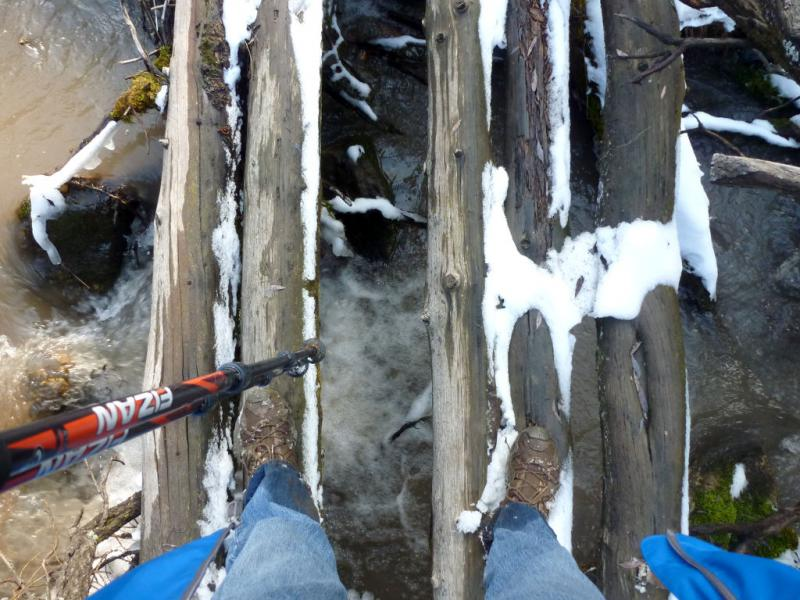 20160320. Пешая переправа через речушку Терисбутак, собирающую свои воды в урочище Кок-Жайляу.