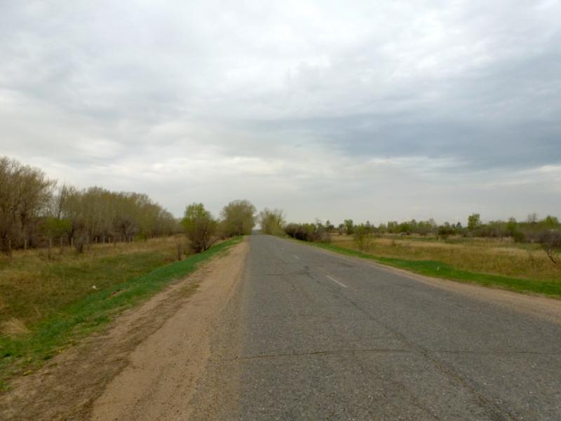 20160423. Дорога местного значения от городка Аксу к посёлку Беловка на юге.