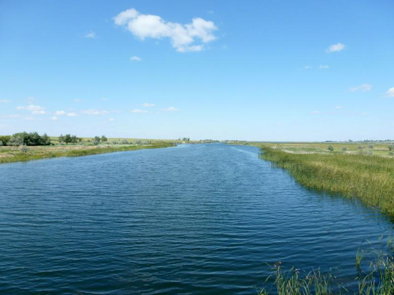"20160805. Вид с моста на канал ""Иртыш - Караганда""."
