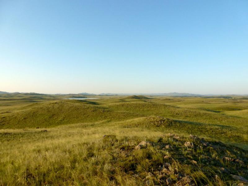20160807. Вид на холмы урочища Золотой Лог и озеро Телесколь поодаль.