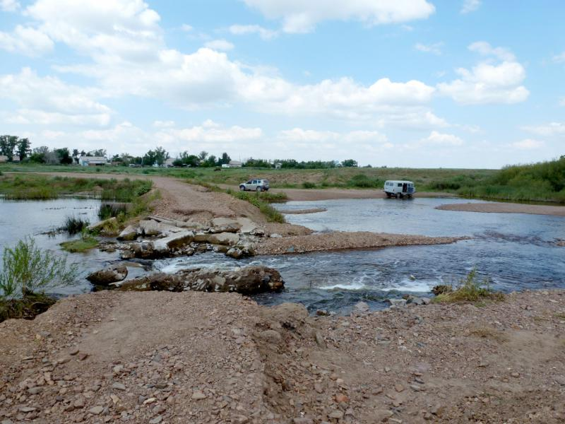 20160809. У брода рядом со смытым половодьем мостом через речку Силети под селом Новомарковка.