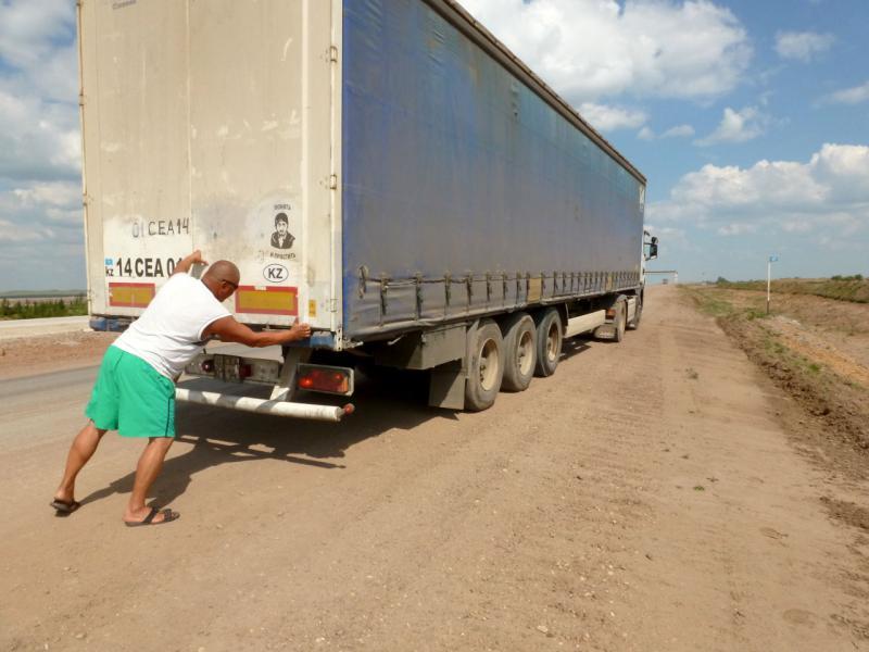 20160809. В кузове этого грузовика мой велосипед доехал от Новомарковки до Экибастуза.