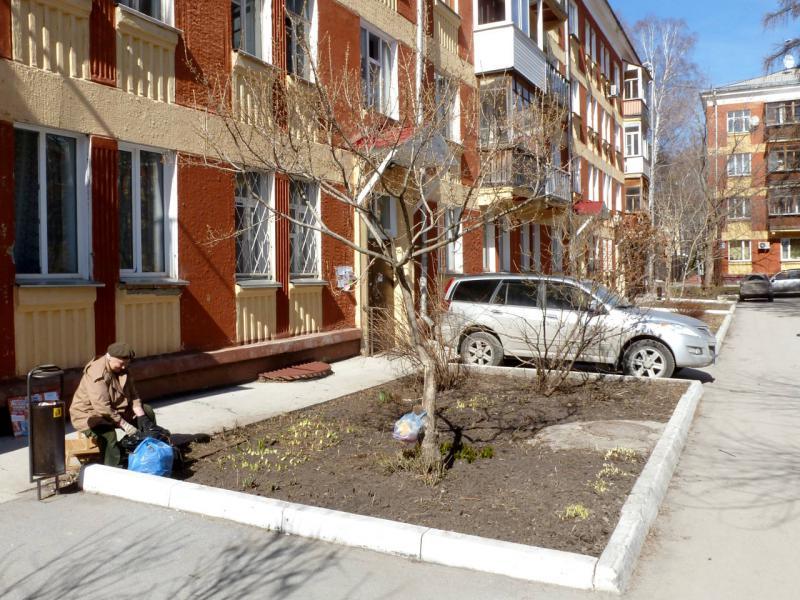 20170422. Во дворе дома на пересечении улицы Ильича и Морского проспекта.