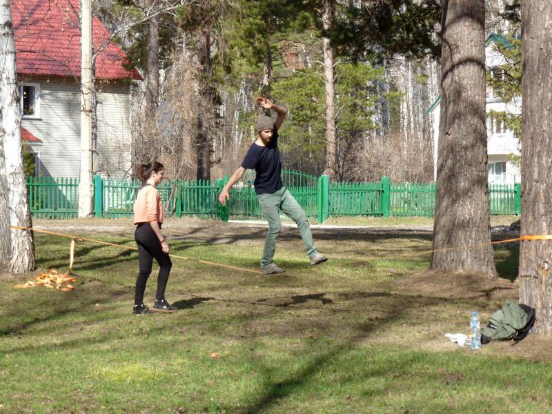 20170422. В парке на пересечении улиц Золотодолинская и Воеводского, на южной окраине Академгородка, в начале Ботанического сада.