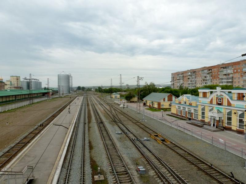 20170624. Вид на железнодорожный вокзал городка Искитим.