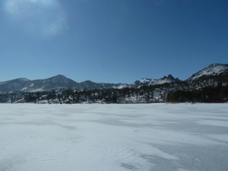 20110321. Вид на склоны гор западного берега озера Джасыбай.