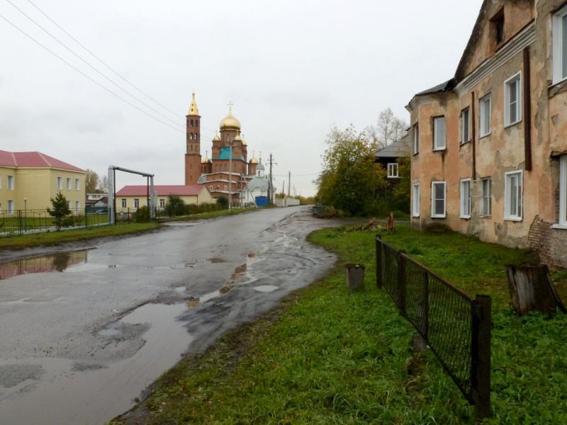 20170923. В городке Ленинск-Кузнецкий, на пересечении улиц Суворова и Коростылёва, ввиду Иверской церкви.