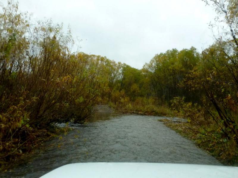 20170924. Местами дорога проходит прямо по ручьям, притокам реки Ортон.