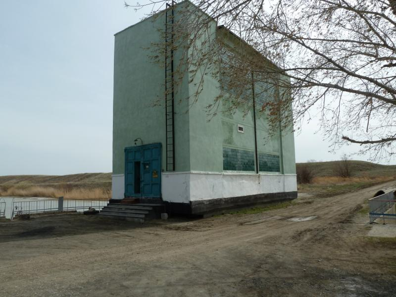 20110419. Напорная станция канала Иртыш-Караганда в двадцати километрах от Аксу.