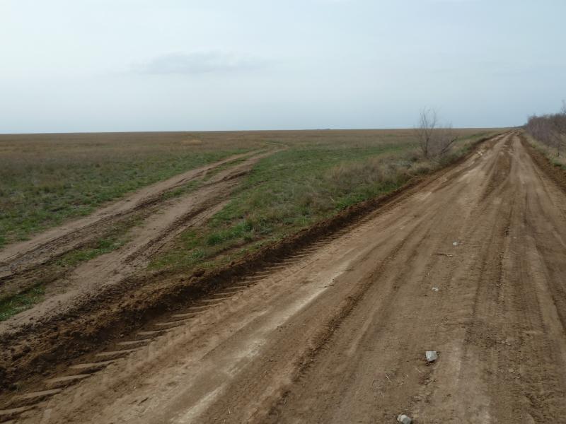 20110419. В двухстах километрах - Баянаул.