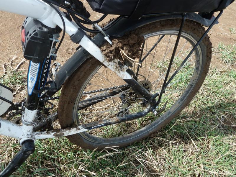 20110419. Вот так бывает с V-Brake на грязной дороге.