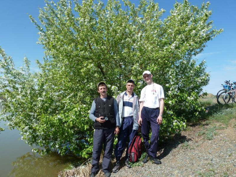 20110515. К обеденному времени добрались до канала Иртыш-Караганда.