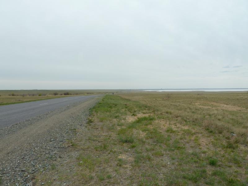 20110515. Проехали Калкаман, солёное озеро.