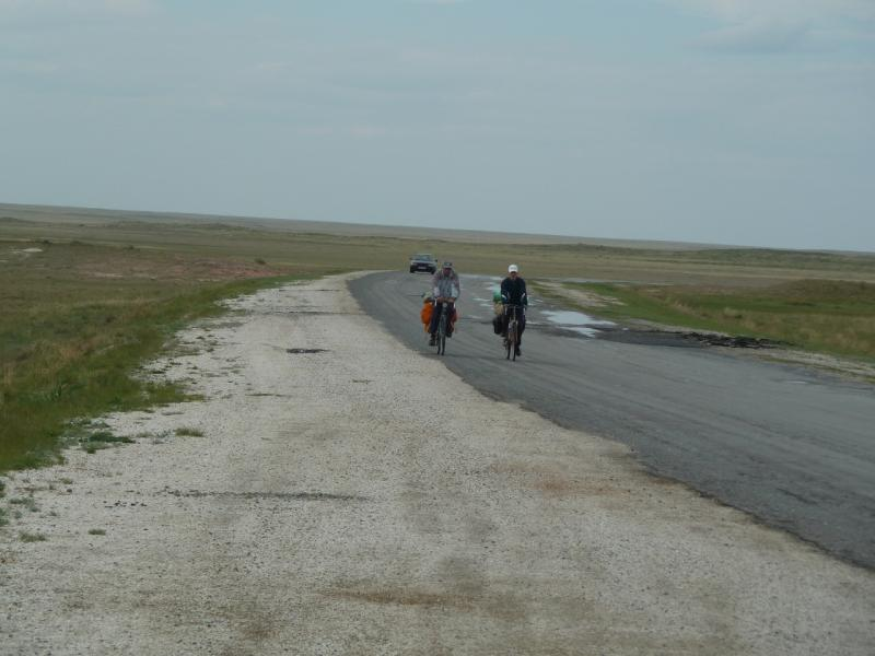 20110515. По дождичку допилили до границы Баянаульского района.