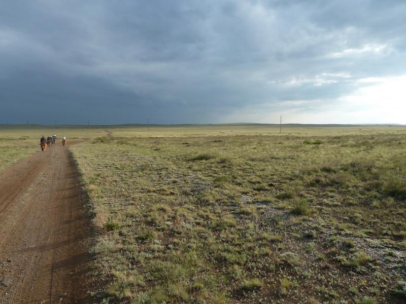 20110515. Освежённая дождичком степная дорога радовала.