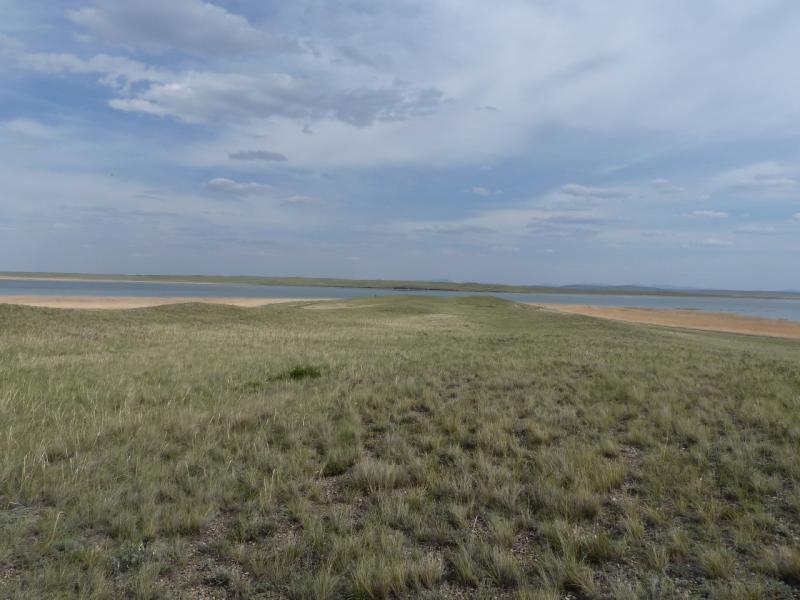 20110516. Едем мимо озера Тамбы.