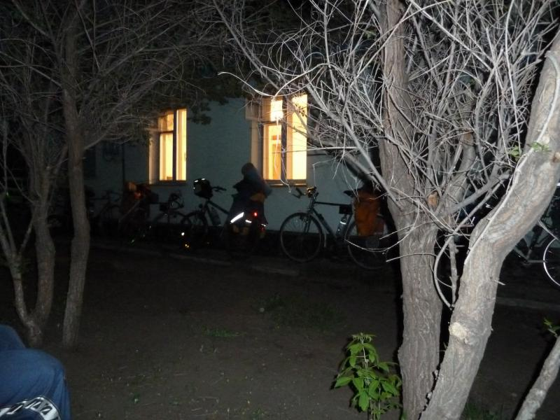 20110517. Уже в темноте добрались до гостевого домика.