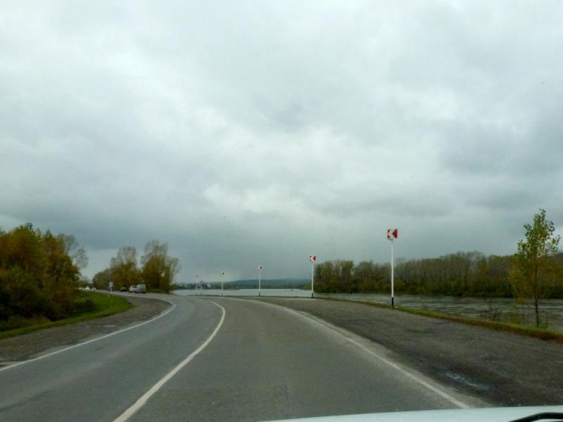 """20170925. На шоссе 32K-2 """"Междуреченск - Новокузнецк"""", проходящем вдоль реки Томь."""