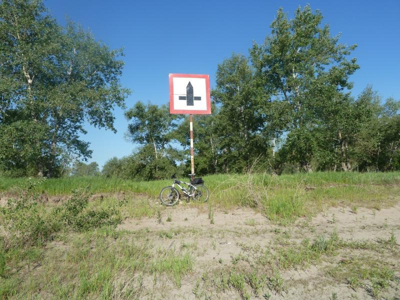 20110618. А это - навигационный знак напротив улицы Естая.