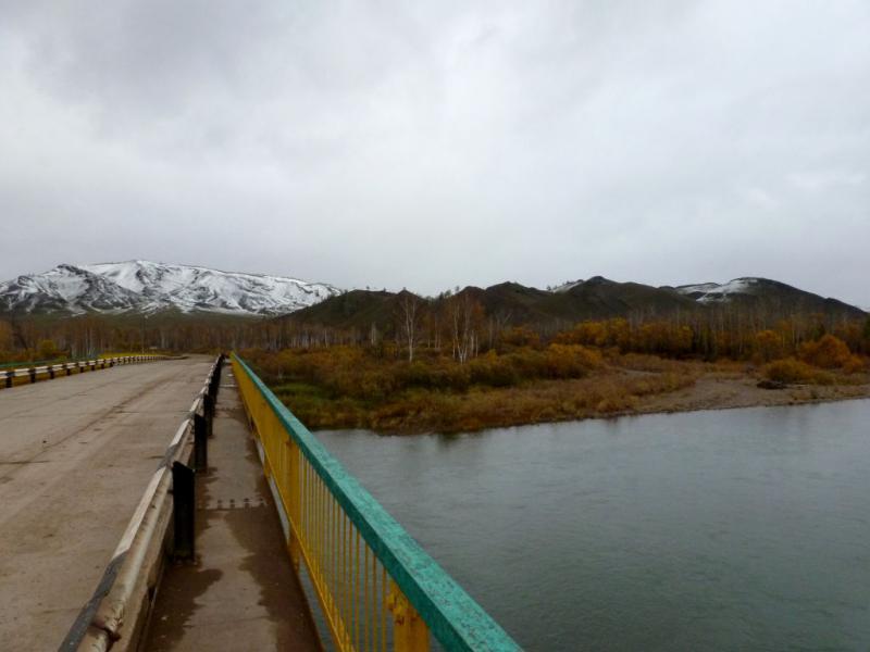 20170926. На мосту через реку Чёрный Июс, около села Подкамень.