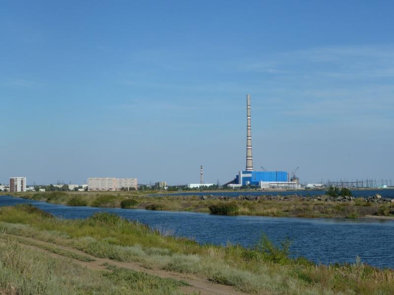 20110806. Павлодар-Астана. Полностью индустриальный пейзаж, всё выключено.