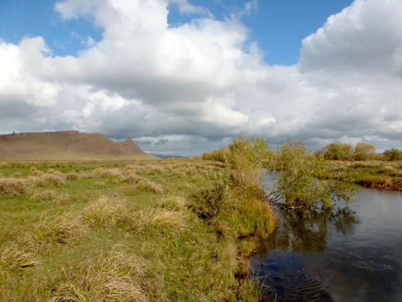 20170927. Вид с протоки Черёмушка на горную микро-гряду Сундуки.