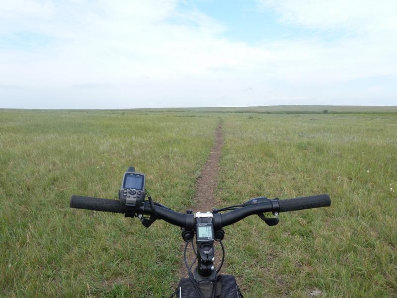 20110809. Павлодар-Астана. Колёсами тут не ездят.