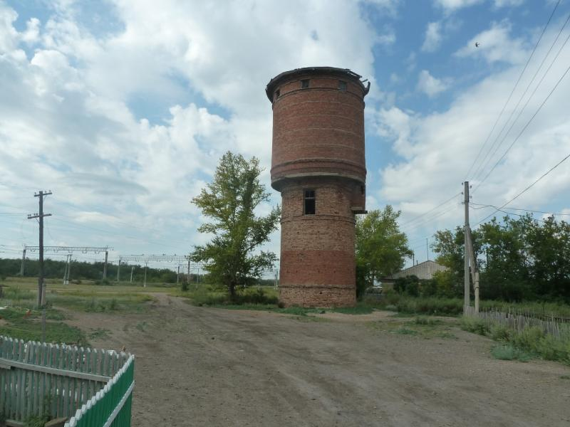 20110810. Павлодар-Астана. Старая водонапорная башня в селе Павловка.