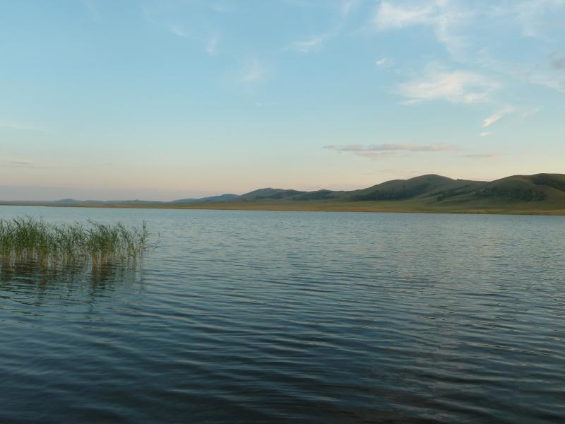 20110810. Павлодар-Астана. Гладь озера Жартас (Баймен).