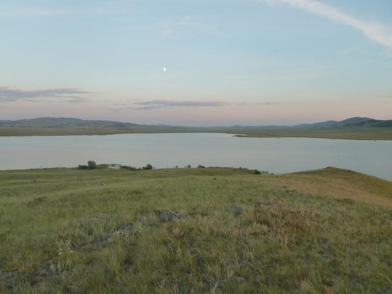 20110810. Павлодар-Астана. Вид на озеро Жартас (Баймен) с ближайшей сопки.