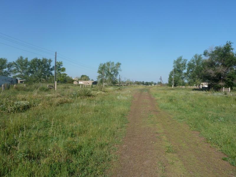 20110811. Павлодар-Астана. Улица брошенных домов Новодолинки.