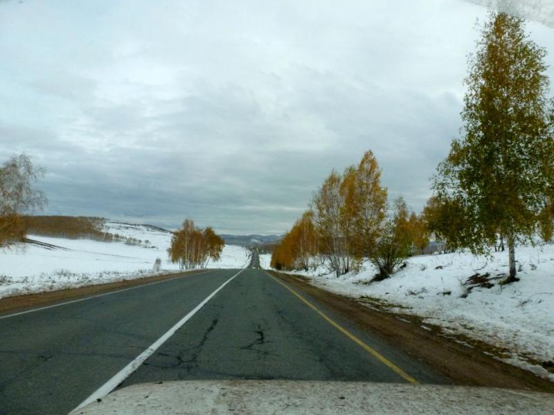 20170927. Отличное шоссе 95K-004 через Батеневский кряж между городками Шира и Боград.