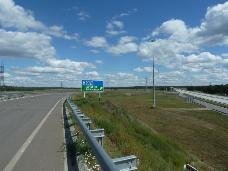 20110818. Астана-Боровое. Справа - дорога из Астаны на Щучинск, а нем - прямо.