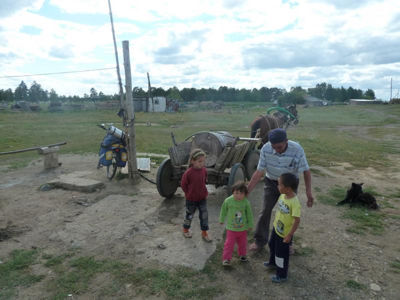 20110818. Астана-Боровое. Общественная скважина в селе Уюмшил.