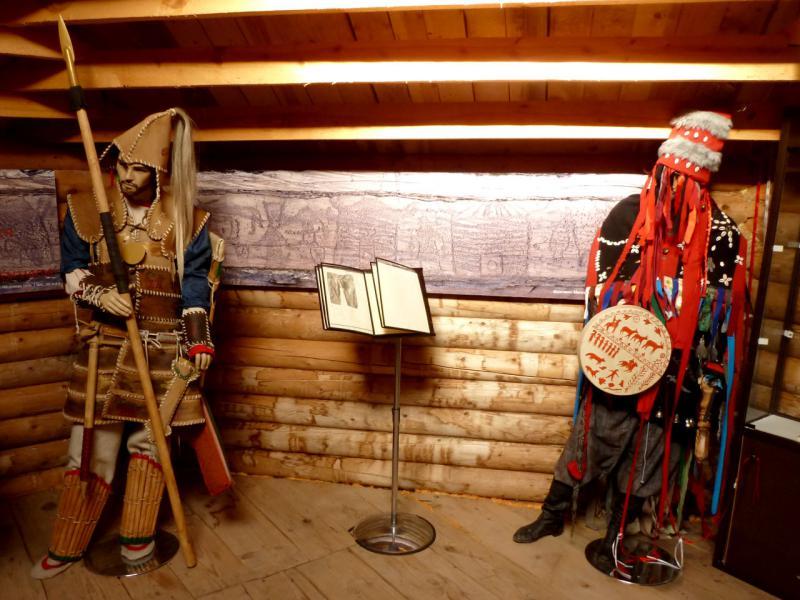 20170928. Экспонаты мини-музея при Салбыкском кургане.