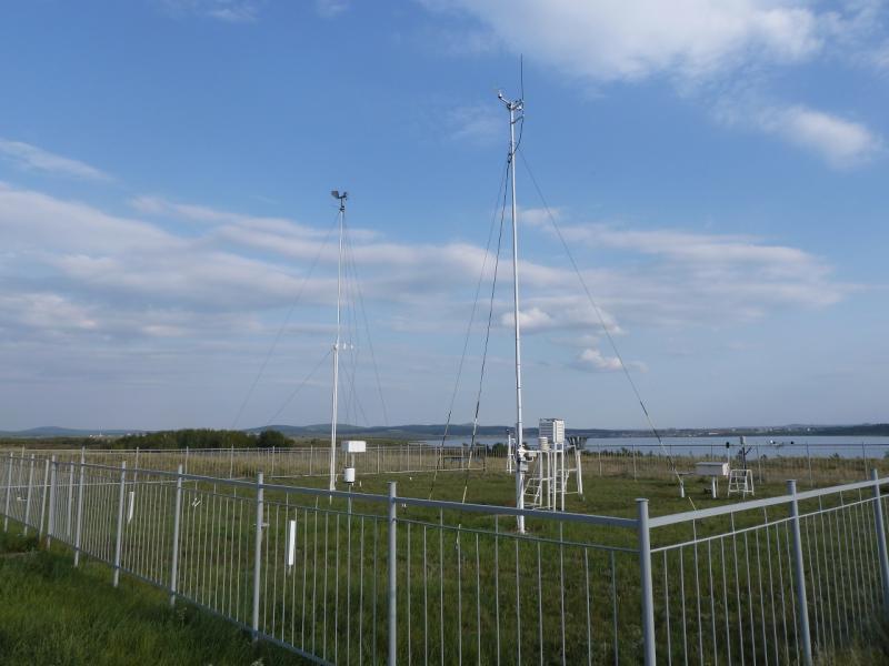 20110820. Боровое. Метеостанция на озере Большое Чебачье. Оборудование метеостанции.