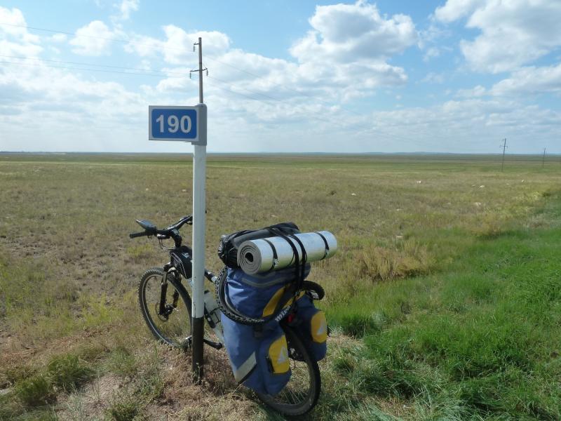 20110822. Боровое-Павлодар. До речки осталось всего 190 (сто девяносто) километров.