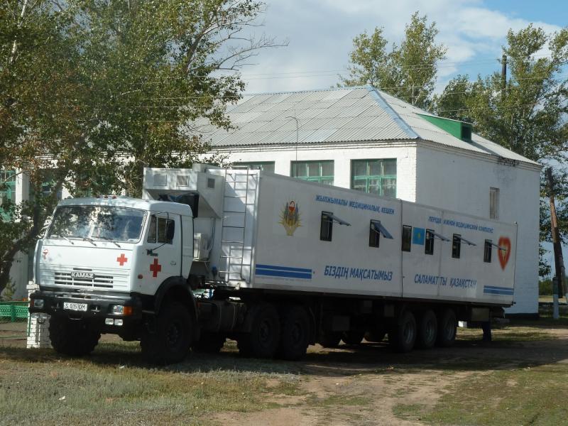 20110824. Боровое-Павлодар. Диагностическая машина добралась из Павлодара в село Шолаксор.